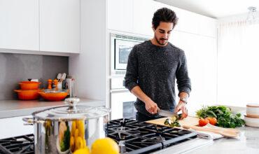 Crude sau gătite? Cum sunt mai sănătoase legumele?
